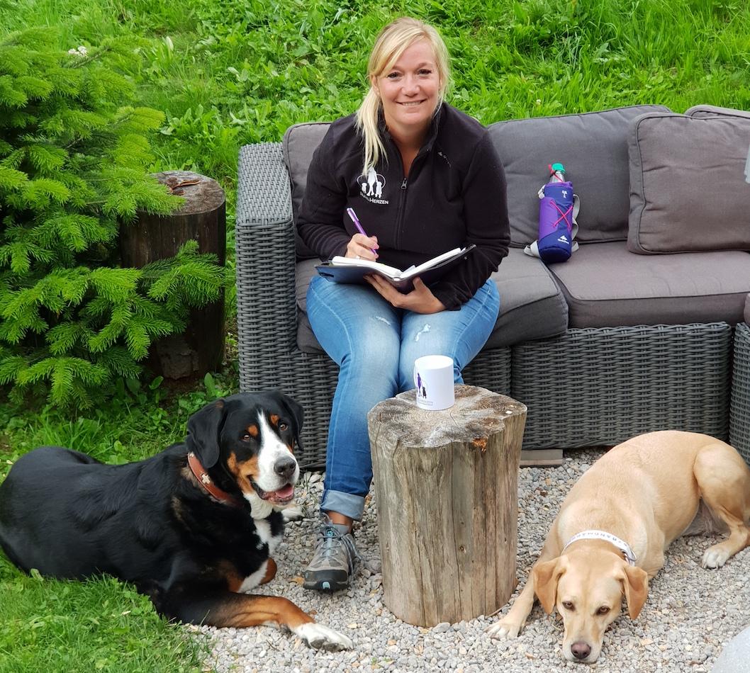 Kontakt - Hundeakademie RudelHerzen Stefanie Baumer